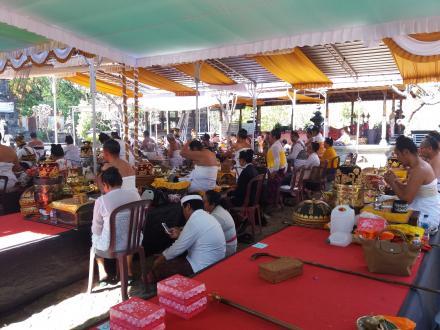 Panglukatan Oleh 100 Orang Pedanda Dari Seluruh Nusantara